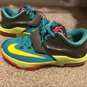 Kevin Durant Sneakers Size 5Y